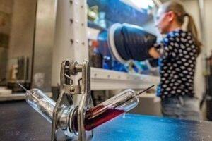Pin muối nóng chảy mới có giá thành rẻ và lưu trữ nhiều năng lượng
